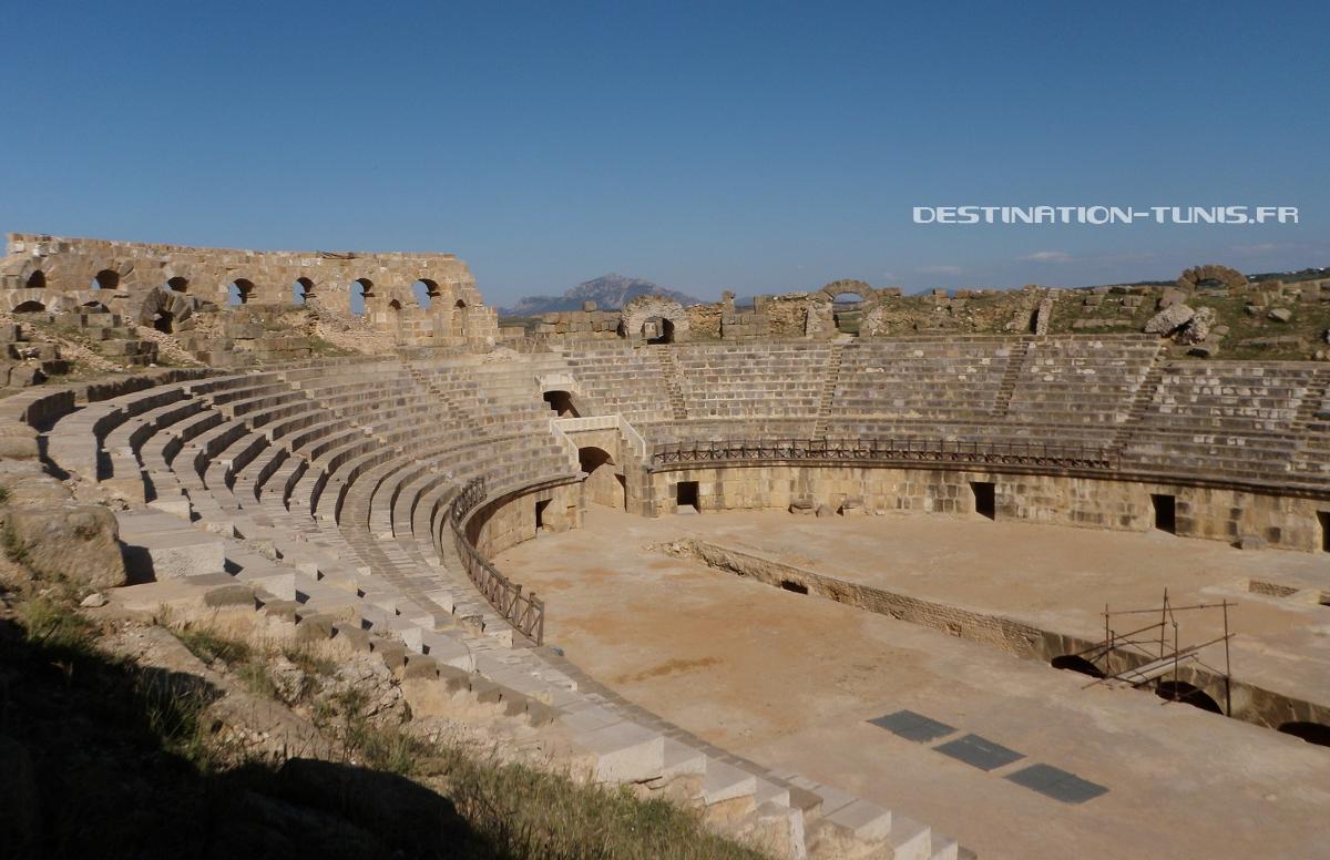 Arène et gradins de l'amphithéâtre