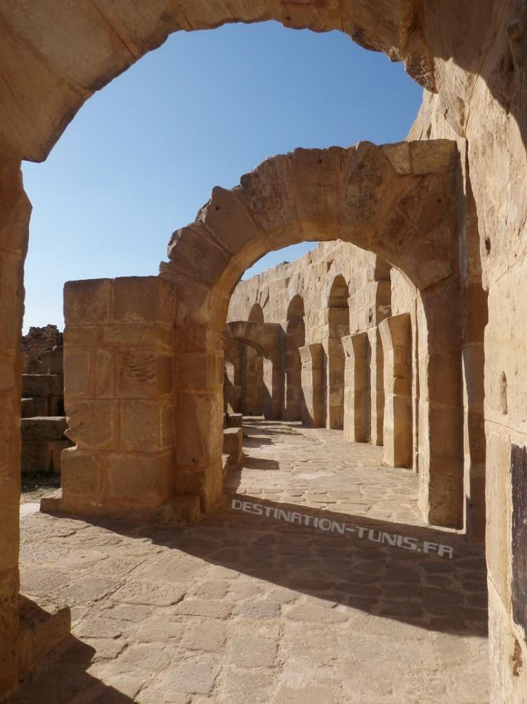 Jeux de lumière dans les travées de l'amphithéâtre