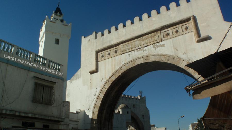 Arche et minaret.