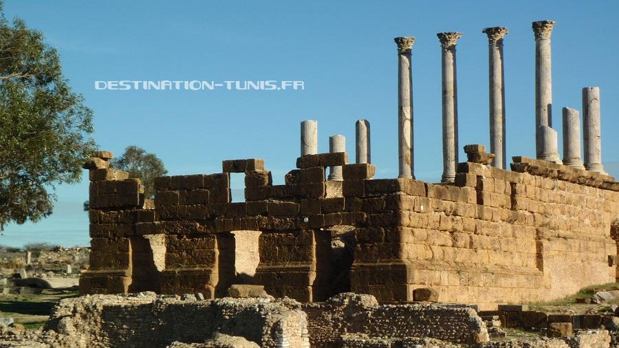 Le Capitole de Thuburbo Majus, avec des colonnes encore en place