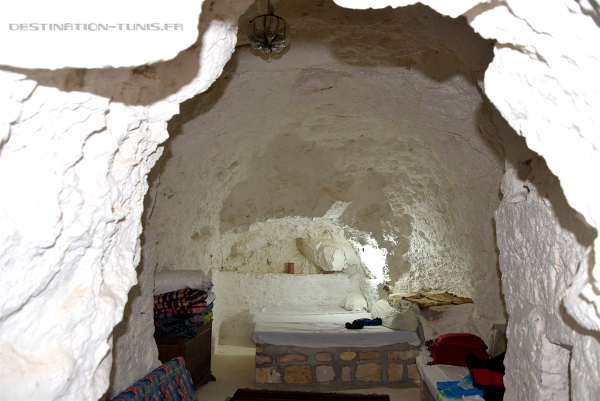 Chambre d'un hébergement troglodyte à Toujane