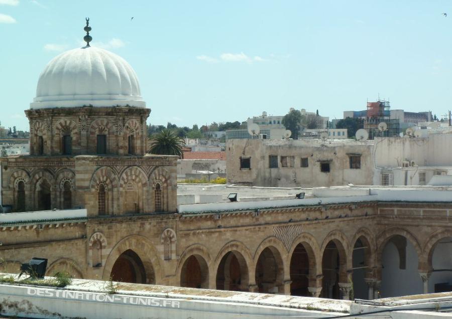 La mosquée Zitouna, vue depuis le toit d'une boutique voisine