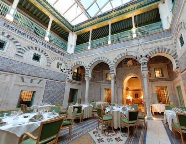 Restaurant dans le patio de Dar Hamouda Pacha, l'un des palais les mieux restaurés de la médina de Tunis