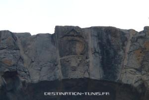 Zoom sur l'arche de la porte romaine de Zaghouan