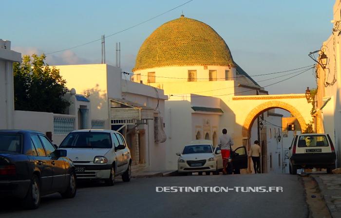 Le dôme en tuiles vertes recouvrant le mausolée de Sidi Ali Azouz à Zaghouan