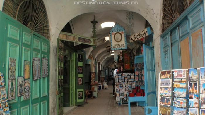 Une des entrées du Souk Echaouachine.