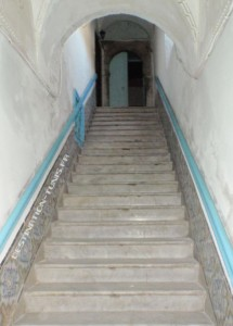 Escalier d'entrée au palais.