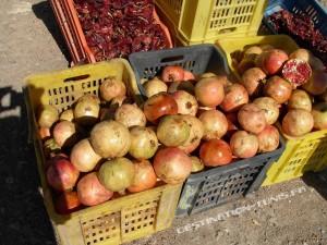 Les saisons des fruits et légumes en Tunisie : étal de grenades