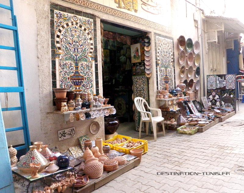 La devanture de la boutique de céramique
