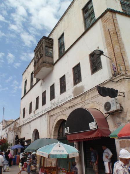 Façade du palais Saheb Ettabaa.