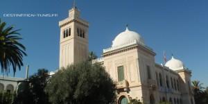 a façade du collège Sadiki