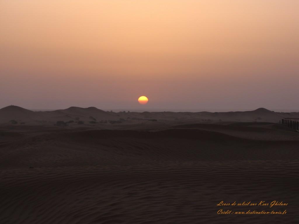 Fond d'écran Désert Lever de soleil sur Ksar Ghilane Tunisie