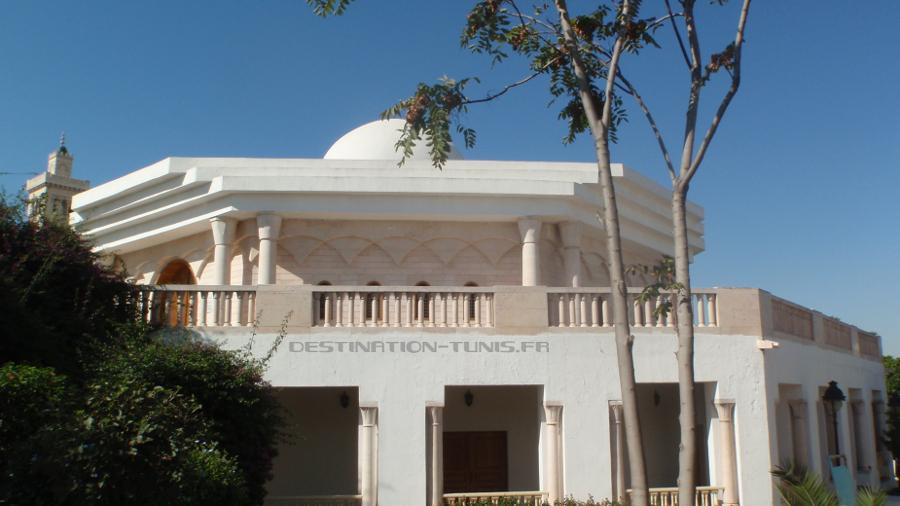 Le mausolée de Farath Hached.