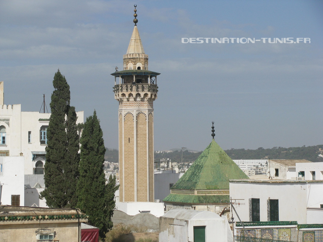 La mosquée et le mausolée (toit vert) de Hamouda Pacha