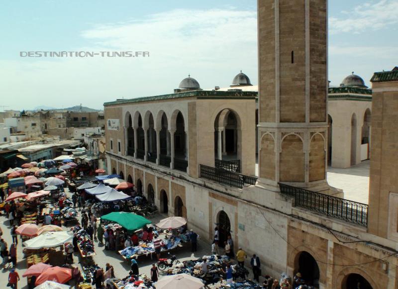 Mosquée Youssef Saheb Ettabaa et place de Halfaouine vues depuis l'étage du palais Saheb Ettabaa.