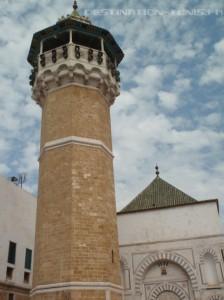 Minaret de la mosquée Youssef Dey et le mausolée de Youssef Dey en arrière plan