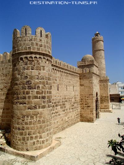 L'entrée et les murailles du Ribat de Sousse