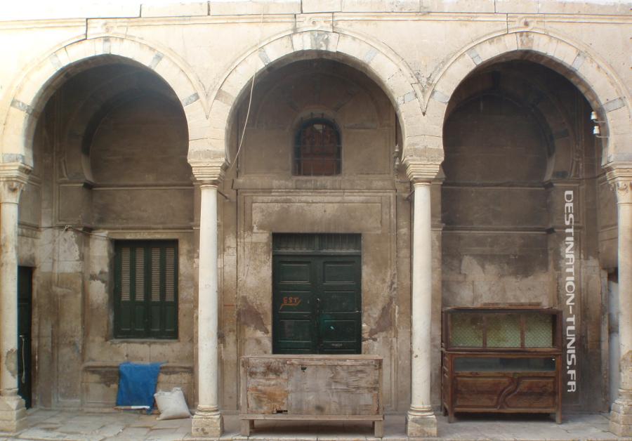 Un des portiques du patio de Dae Baïrem et-Turki.