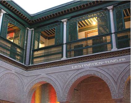 Le patio et la galerie du Dar Mestiri