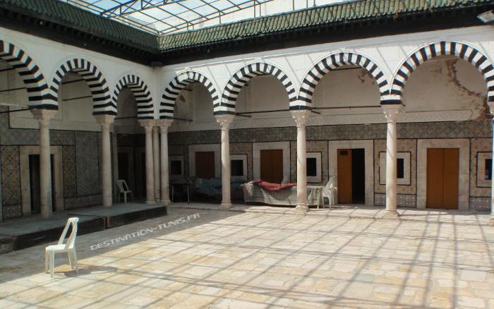Bir Lahjar, centre culturel organisant régulièrement des événements artistiques (40, rue du Pacha)