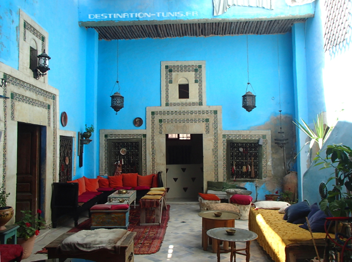 Patio de l'espace Tiziri, un café culturel dans la médina de Sousse