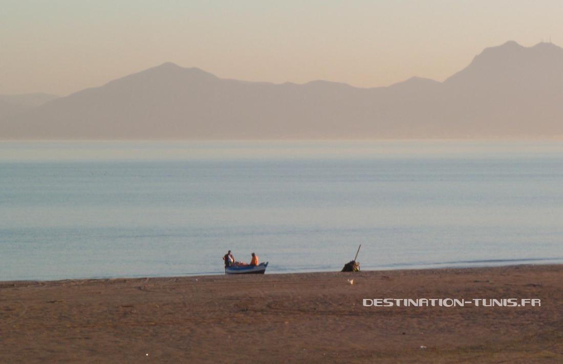 Pêcheurs sur la plage de Carthage