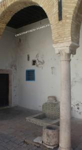 Puit à l'eau miraculeuse du mausolée Sidi el Halfaoui.