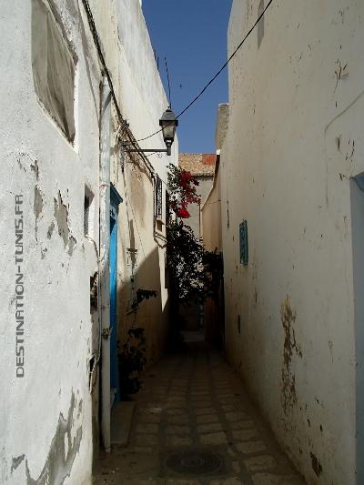 Une ruelle typique de la médina de Sousse