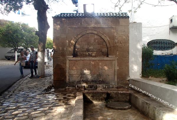 Le portique d'où jaillit Aïn Tassat