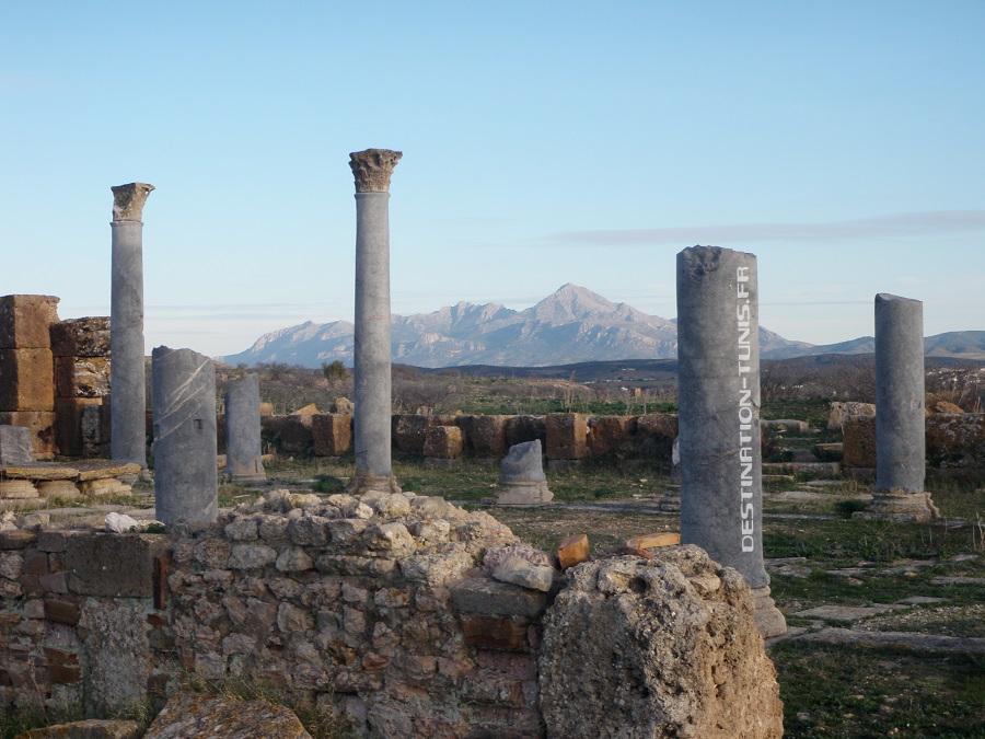 Le Temple de Saturne devant la plaine de Zaghouan