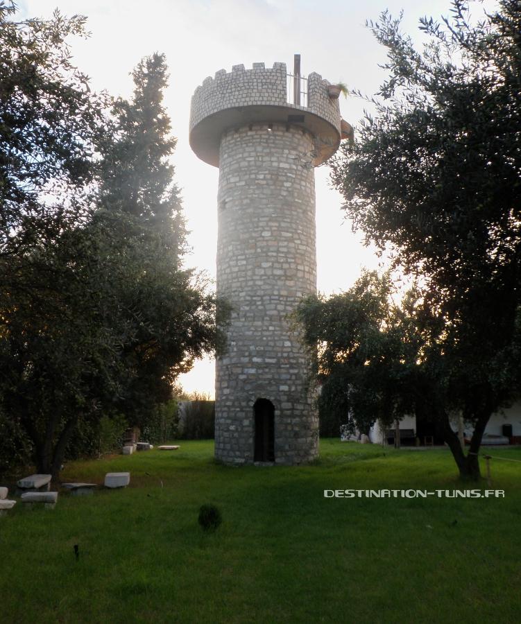 La Tour, d'où la vue est intéressante sur l'écoferme de Mornag et ses environs