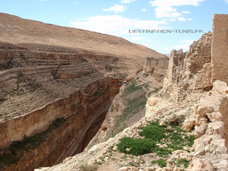 Ruines surplombant le canyon