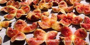 Gastronmie tunisienne : Figues coupées en cours de séchage